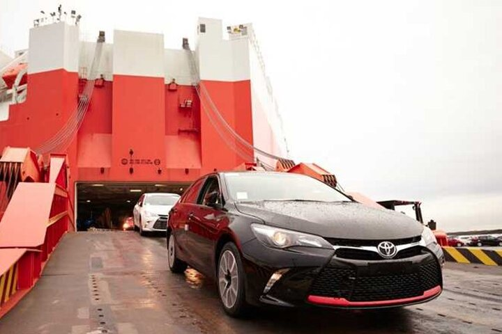 انتقاد بی سابقه رزم حسینی از دو خودروساز، آیا آزادسازی واردات خودرو جدی است؟