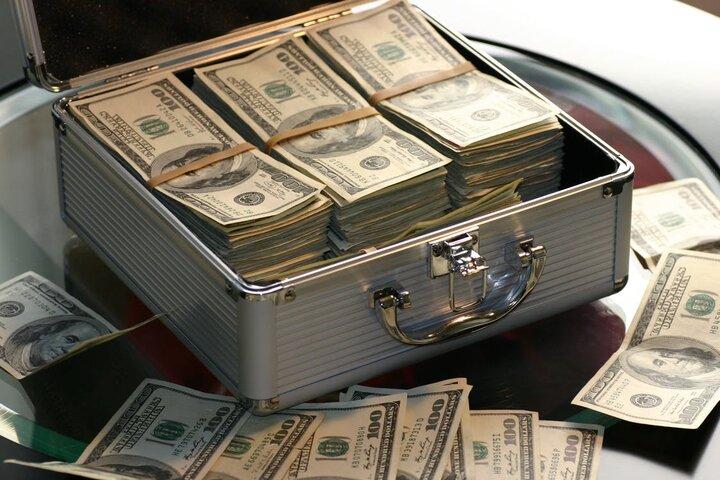 رئیسی قیمت دلار را نزولی کرد، بازی مرغ و دلار کی تمام می شود؟