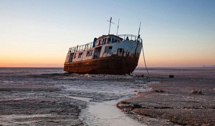 دولت رئیسی می خواهد دریاچه ارومیه را خشک کند!